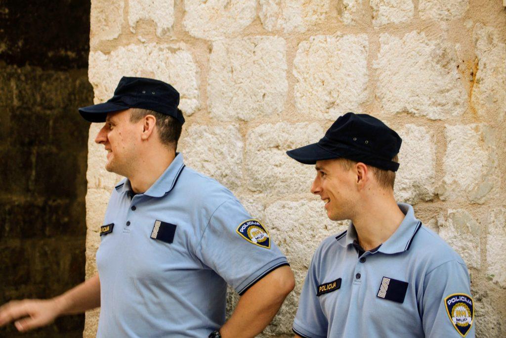 Dubrovnik Kävele Naiselle Ammatti iloiset poliisit