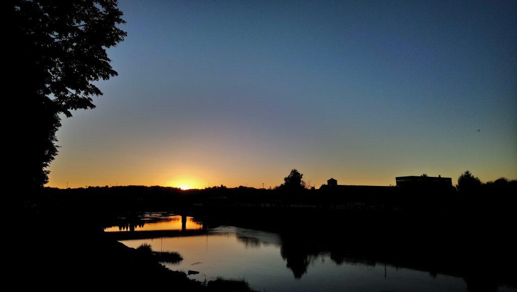 Karlovac Kupa-joki auringonlasku