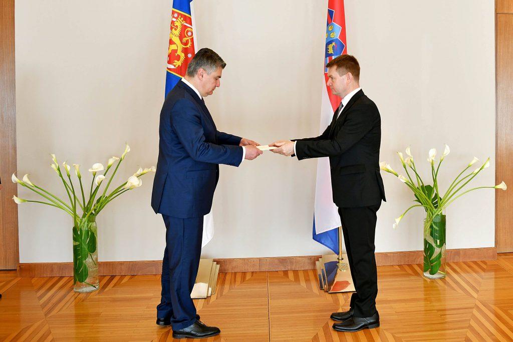 Suurlähettiläs Kalle Kankaanpää ja presidentti Zoran Milanović