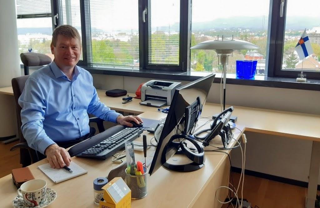 Kalle Kankaanpää Zagrebin toimistossaan